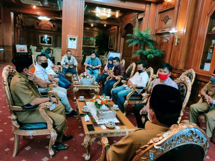 Pengurus SMSI Provinsi Jambi Saat Sowan Ke Gubernur Jambi di Ruang Kerjanya