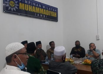 Datuk Nasrul Yasir (kanan) saat menghadiri pertemuan Al Haris bersama Muhammadiyah Jambi.