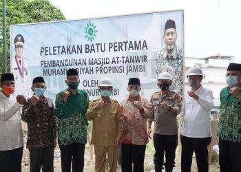 Peletakan Batu Pertama Pembangunan Masjid At-Tanwil Muhammadiyah Provinsi Jambi Oleh Gubernur Jambi. (Dok : Humas Pemprov Jambi)