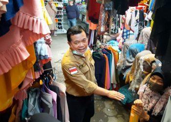Cagub Al Haris bersama para pedagang di pasar Gang Siku.
